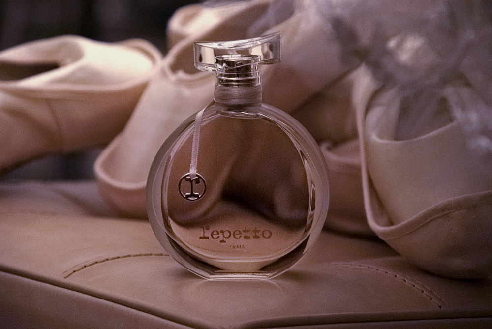 http://www.dansesaveclaplume.com/wordpress/wp-content/gallery/repetto-parfum-dorothee-gilbert/d_repetto_parfum_dorother-gilbert.jpg