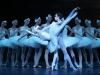 a_le-lac-des-cygnes_myriam-ould-braham_mathias-heymann_corps-de-ballet