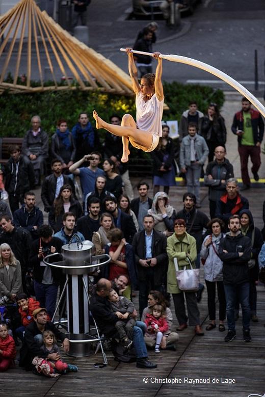 Chloé Moglie - Place des Célestins
