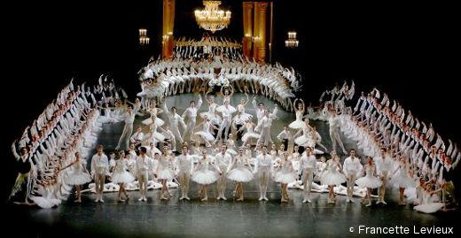 La pose finale lors du Défilé du Ballet clôturant la soirée.