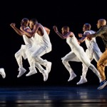 Alvin Ailey American Dance Theater aux Étés de la Danse – Programme Jones / Battle / Harris / Naharin