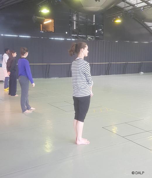 En répétition – Foray Forêt de Trosha Brown par le Ballet de l'Opéra de Lyon | Danses avec la plume – L'actualité de la danse
