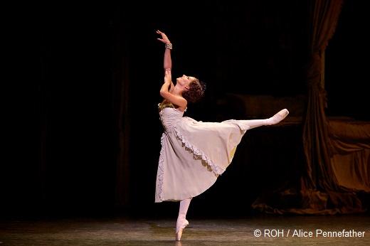 Francesca Hayward dans L'Histoire de Manon