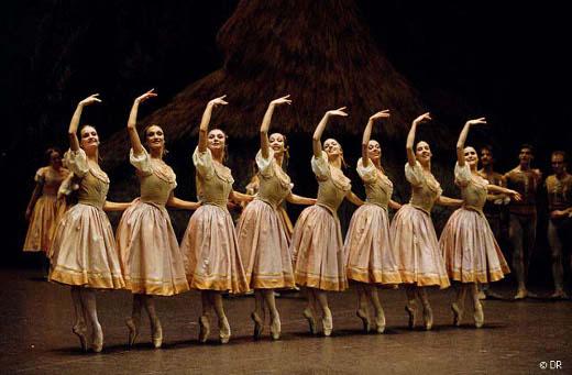 Giselle_acte-1_corps-de-ballet