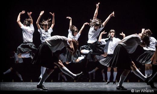 Le Songe d'une nuit d'été de George Balanchine par le Ballet de l'Opéra de Paris George Balanchine est surtout connu pour ses ballets abstraits, mais il a aussi composé quelques ballets narratifs, commeLe Songe d'une nuit d'été créé au New York City Ballet en 1966. Un régal en deux actes, mêlant une multitude de personnages et une danse virtuose qui devrait bien aller à la compagnie. La jeune génération devrait s'y plaire. À noter que, pour cette entrée au répertoire, les décors et costumes seront dessinés par Christian Lacroix, un habitué de l'institution, ce qui promet une nouvelle production fastueuse. Où et quand ? Du 9 au 29 mars 2017 à l'Opéra Bastille