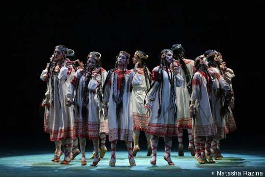 Le Ballet du Mariinsky dans Le Sacre du Printemps de Nijinski.