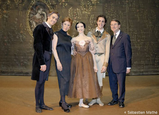 Mathias Heymann et Isabelle Ciaravola le soir de leur nomination, entouré-e-s de Hervé Moreau (Onéguine), Brigitte Lefèvre (Directrice de la Danse) et Gérard Mortier (Directeur de l'Opéra de Paris)