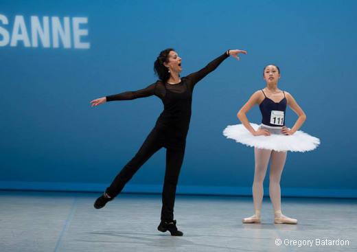 Monique Loudières pendant une séance de coaching - Prix de Lausanne