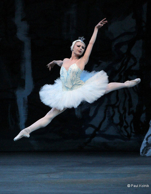 Sara Mearns as Odette in Swan Lake New York City Ballet Production Credit Photo: Paul Kolnik ©2010 Paul kolnik studio@paulkolnik.com nyc 212-362-7778