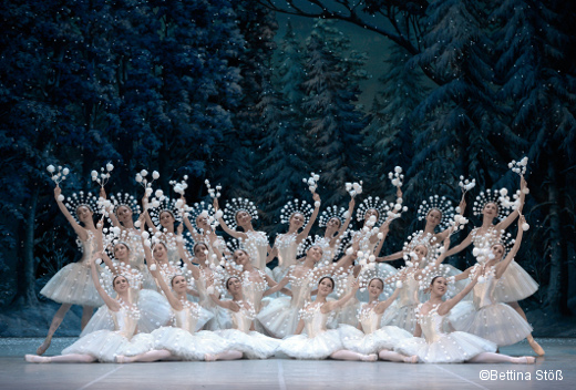 Casse Noisette de Vasily Medvedev et Yuri Burlaka - corps de ballet