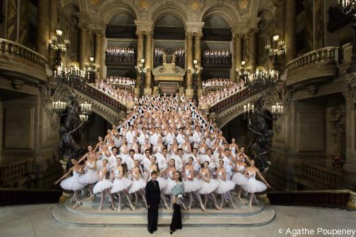 Le Ballet de l'Opéra de Paris et l'École de Danse au grand complet.
