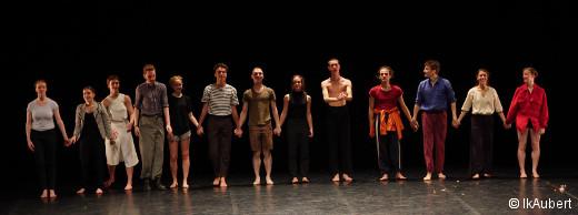 Les élèves de danse contemporaine à la fin des épreuves