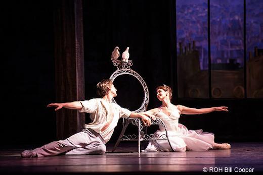 Lauren Cuthbertson et Vadim Muntagirov dans Les Deux pigeons