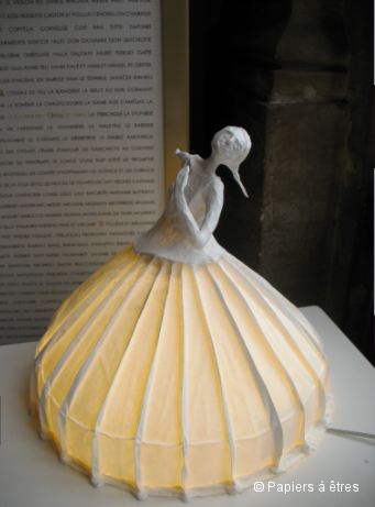 Lampe danseuse de la collection Papiers à êtres