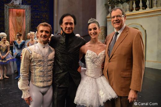 Sara Renda après sa nomination d'Étoile, entouré de son partenaire Roman Mikhalev, di directeur du Ballet de l'Opéra de Bordeaux Charles Jude et du directeur de l'Opéra de Bordeaux Thierry Fouquet